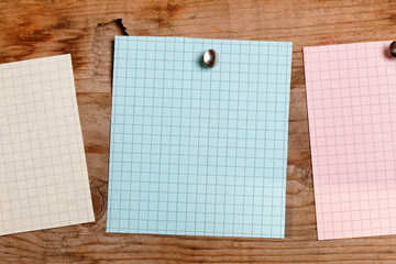 note paper on the wood background