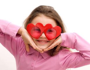 bimba con occhiali a forma di cuore