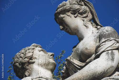 Leinwanddruck Bild statua nel parco di Schönbrunn