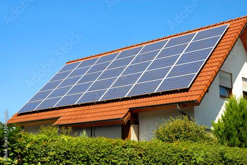 Solardach auf einem Einfamilienhaus