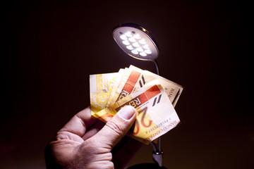 dinheiro na mão