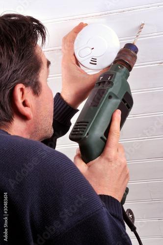 La pose d'un détecteur de fumée