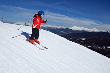 Sport d'hiver : Petit skieur sur les pistes #1