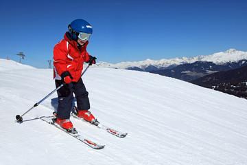 Sport d'hiver : Petit skieur sur les pistes (5 ans)