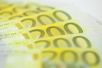 zweihundert euro gefächert