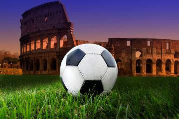 Pallone di calcio sul Colosseo