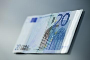 zwanzig euroschein liegend
