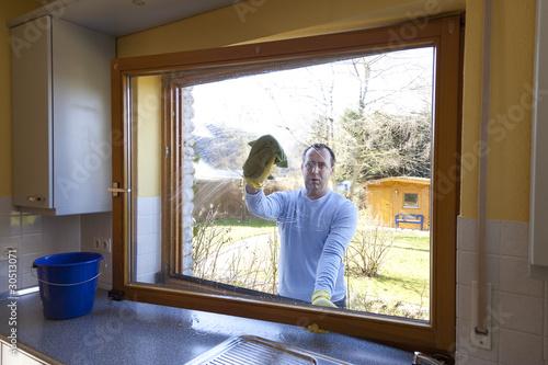 mann beim fenster putzen stockfotos und lizenzfreie bilder auf bild 30513071. Black Bedroom Furniture Sets. Home Design Ideas
