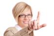 Frau tippt mit Finger auf Glas