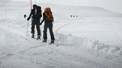 due sci alpinisti