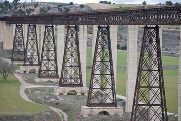 Puente de ferrocarril diseñado por Eiffel