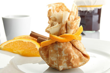 pancake filled like purse with orange marmalade