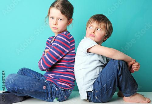 Leinwanddruck Bild Beleidigte Geschwister