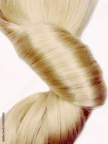 dark blond hair coiffure