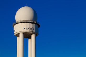 Radarturm zur Flugüberwachung