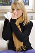 Junge Frau erkältet