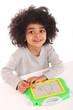 Kindergartenkind beim Malen