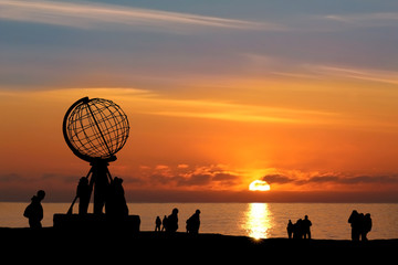 Nordkap b. Mitternachtssonne - North Cape w/ Midnight Sun