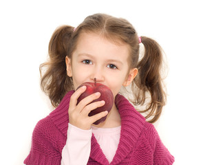 bimba che morde una mela