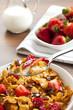 gesundes frühstück mit Cornflakes und Früchten