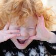garçon, 3 ans faisant la grimace