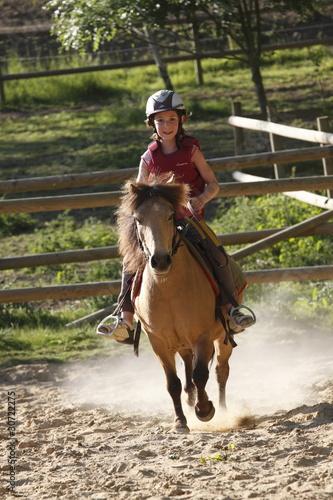 enfant montant à poney-4 - 30722275
