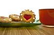 Постер, плакат: Чай с печеньем в виде сердца без лимона