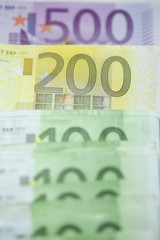 einhundert zweihundert fünfhundert euro