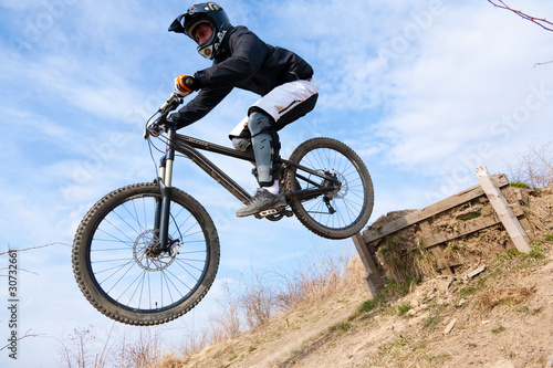 Deurstickers Mountainbike Sprung