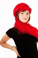 Frau mit roten Schleier als Kopftuch 548