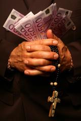 Geistlicher mit 10 000 Euro