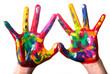 zwei bunte Hände bilden ein Herz V2