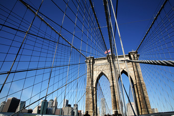 Brooklyn Bridge vor Skyline Manhattan