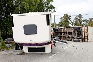 Autounfall mit Lastwagen