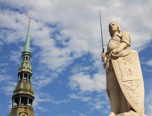 statua di rolando a riga in lettonia