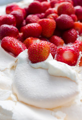 strawberrys in meringue