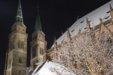 Kirche Nürnberg St.Sebald evangelisch Bayern Schnee Nacht