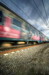Treno rosso in velocità