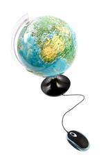 Souris connectée à un globe terrestre
