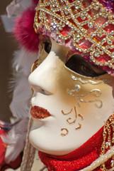 Carnevale di Venezia, maschera in rosso