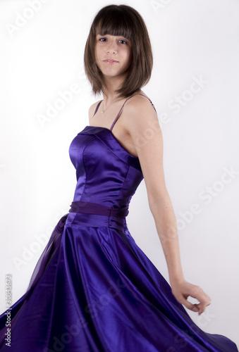 jeune fille et robe violette de magalice photo libre de droits 30843673 sur. Black Bedroom Furniture Sets. Home Design Ideas