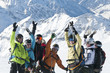 euphorische Skifahrergruppe