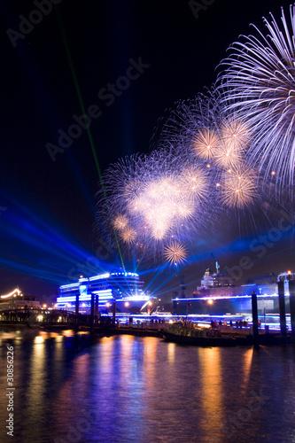 Leinwandbild Motiv Schiffstaufe im Hamburger Hafen