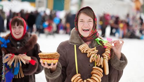 Leinwanddruck Bild girls celebrating  Pancake Week at Russia