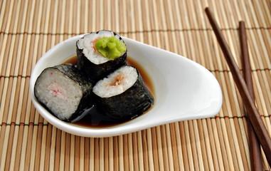 Cazuela con sushi