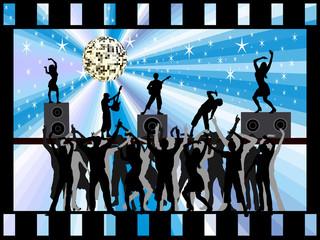 Boygroup-Rockband mit Zuschauern im Filmstreifen