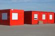 Vier rote Bürocontainer