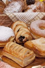 Paste,ciambella e croissant
