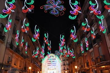Calle iluminada, fallas 2011, Valencia, España