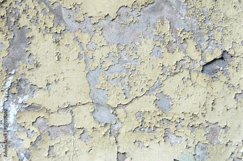 Abblätternde Farbe an einer Wand